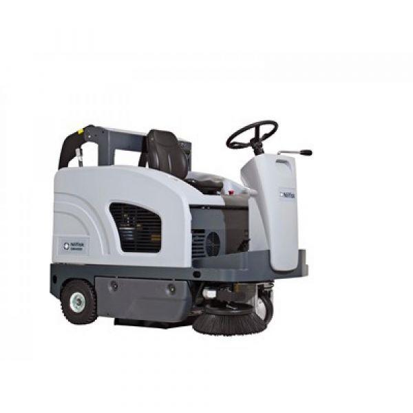 Nilfisk SW4000 P benzínový zametací stroj se sedící obsluhou