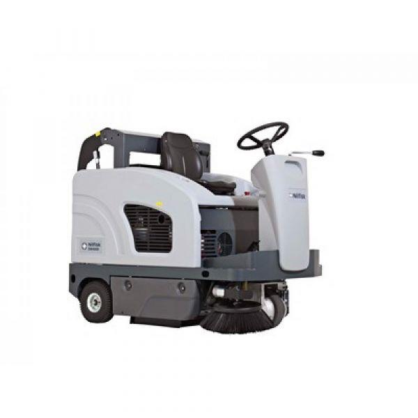 Nilfisk SW4000 LPG zametací stroj se sedící obsluhou